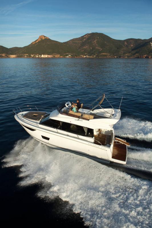 NC 38 Fly │ NC of 11m │ Boat Intra-borda Jeanneau Flybridge 14815
