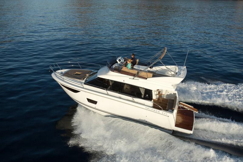 Velasco 37F │ Velasco of 11m │ Boat Intra-borda Jeanneau Flybridge 14816