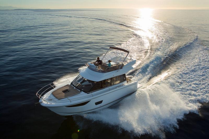 NC 38 Fly │ NC of 11m │ Boat Intra-borda Jeanneau Flybridge 14817