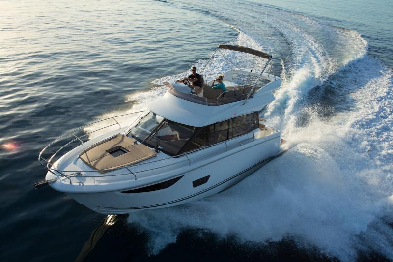 NC 38 Fly │ NC of 11m │ Boat Intra-borda Jeanneau Flybridge 14818