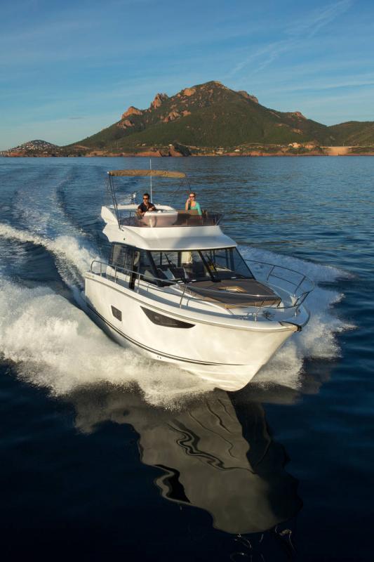 Velasco 37F │ Velasco of 11m │ Boat Intra-borda Jeanneau Flybridge 14820