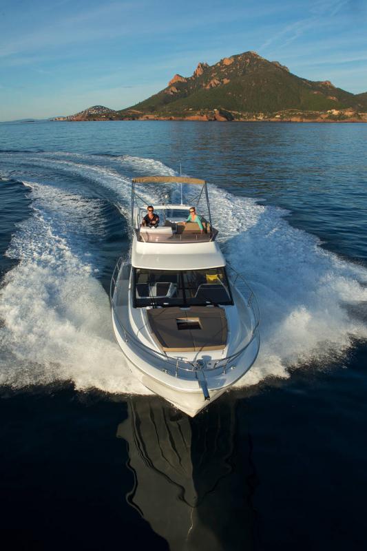 NC 38 Fly │ NC of 11m │ Boat Intra-borda Jeanneau Flybridge 14821