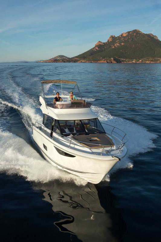 NC 38 Fly │ NC of 11m │ Boat Intra-borda Jeanneau Flybridge 14822