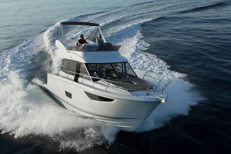 NC 38 Fly │ NC of 11m │ Boat Intra-borda Jeanneau Flybridge 14853