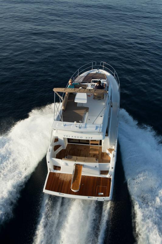 Velasco 37F │ Velasco of 11m │ Boat Intra-borda Jeanneau Flybridge 14852