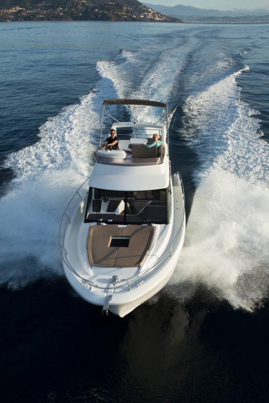 NC 38 Fly │ NC of 11m │ Boat Intra-borda Jeanneau Flybridge 14857