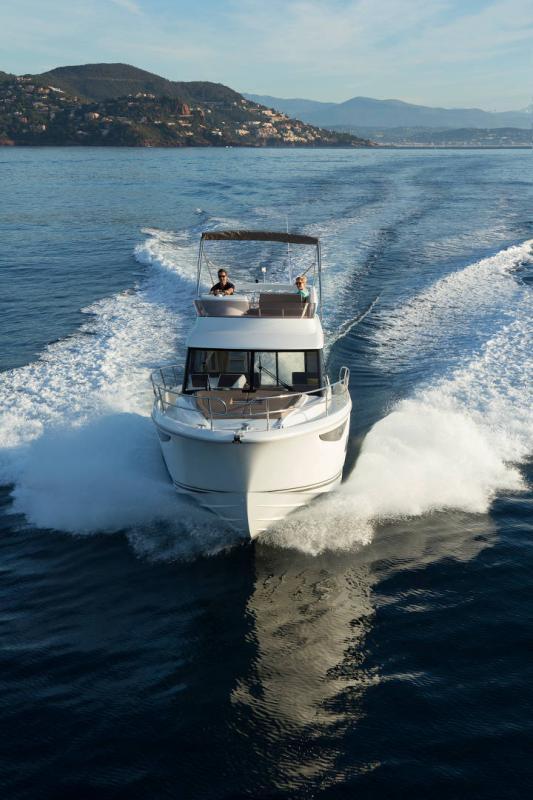 NC 38 Fly │ NC of 11m │ Boat Intra-borda Jeanneau Flybridge 14858