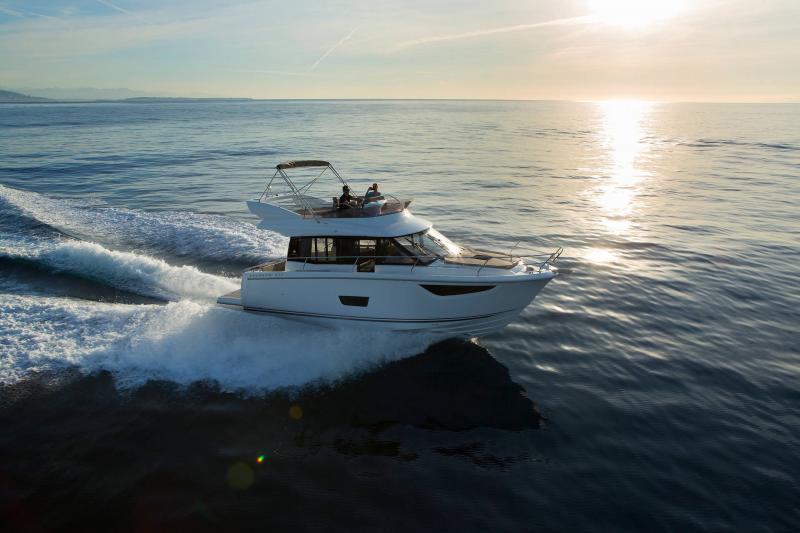 NC 38 Fly │ NC of 11m │ Boat Intra-borda Jeanneau Flybridge 14825