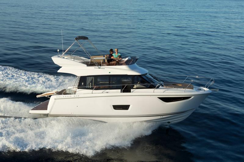 Velasco 37F │ Velasco of 11m │ Boat Intra-borda Jeanneau Flybridge 14801