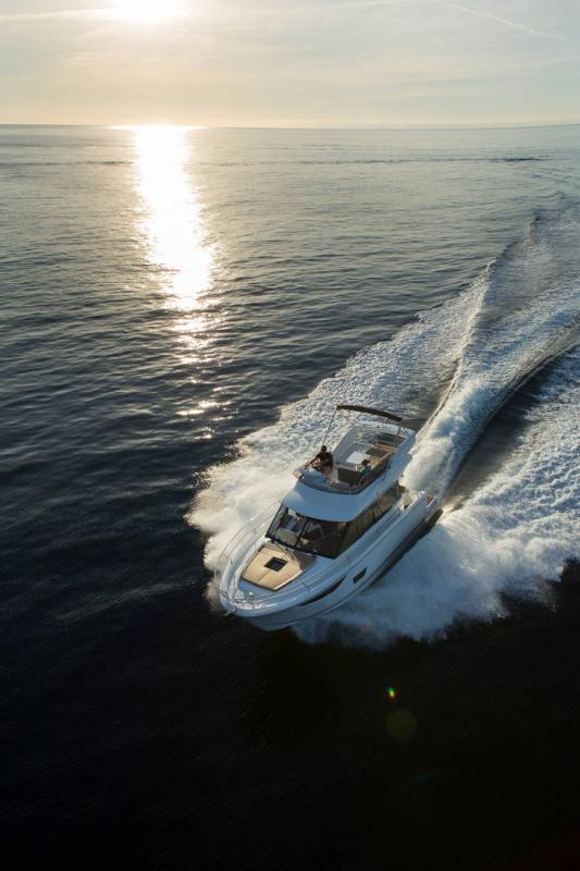NC 38 Fly │ NC of 11m │ Boat Intra-borda Jeanneau Flybridge 14798