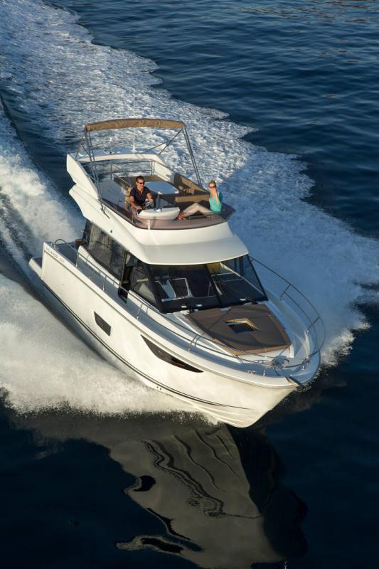 NC 38 Fly │ NC of 11m │ Boat Intra-borda Jeanneau Flybridge 14804