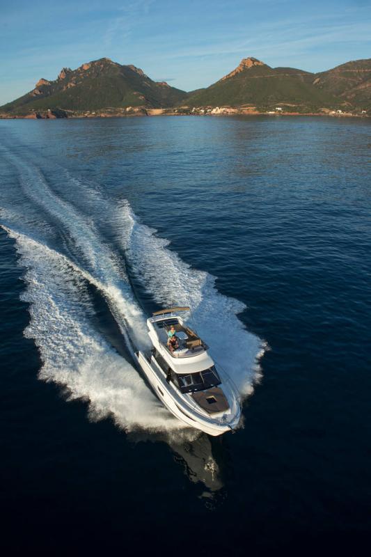 NC 38 Fly │ NC of 11m │ Boat Intra-borda Jeanneau Flybridge 14807