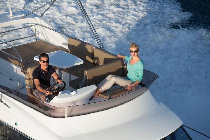 NC 38 Fly │ NC of 11m │ Boat Intra-borda Jeanneau Flybridge 14806