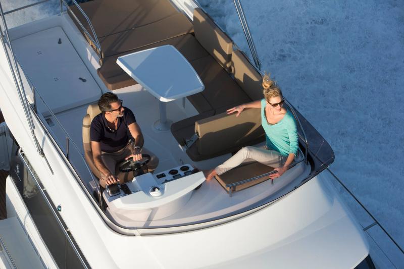 NC 38 Fly │ NC of 11m │ Boat Intra-borda Jeanneau Flybridge 14810