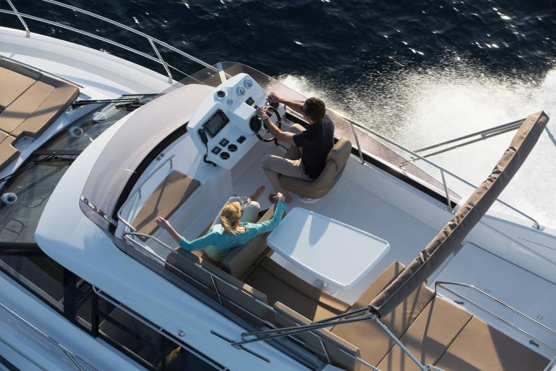 NC 38 Fly │ NC of 11m │ Boat Intra-borda Jeanneau Flybridge 14842