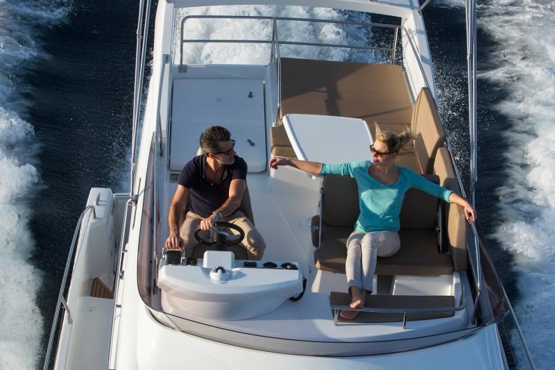 NC 38 Fly │ NC of 11m │ Boat Intra-borda Jeanneau Flybridge 14845