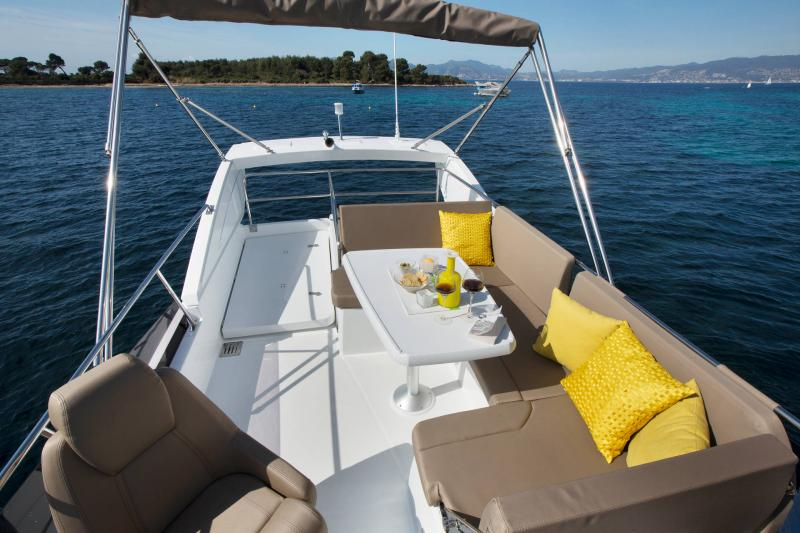 NC 38 Fly │ NC of 11m │ Boat Intra-borda Jeanneau SunBath 14854