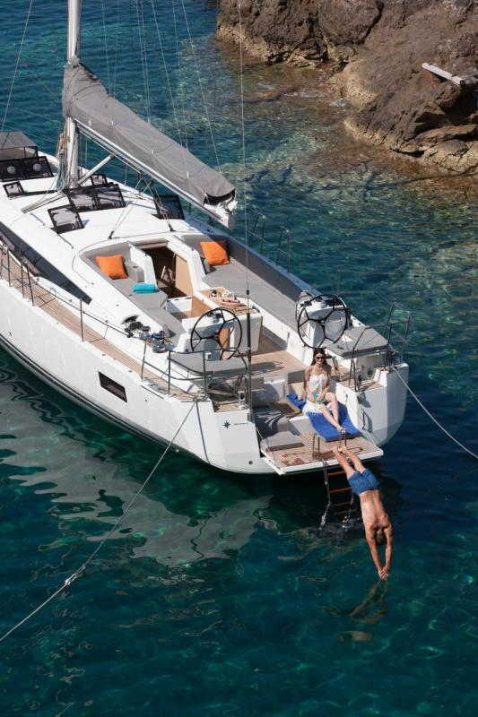 Jeanneau 54 Exterior Views 25