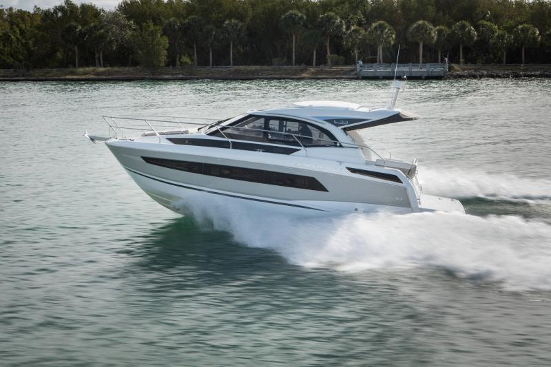 Leader 33 │ Leader of 11m │ Boat powerboat Jeanneau  18307