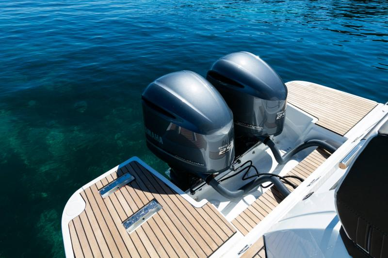 Leader 33 │ Leader of 11m │ Boat powerboat Jeanneau Outboard version 18261