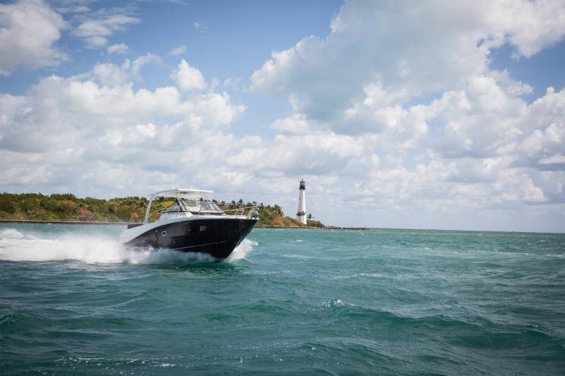 Leader 10.5 │ Leader of 11m │ Boat Fuera-borda Jeanneau  15020