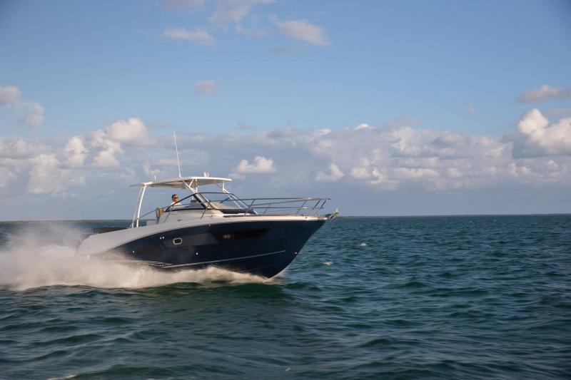 Leader 10.5 │ Leader of 11m │ Boat Fuera-borda Jeanneau  15018