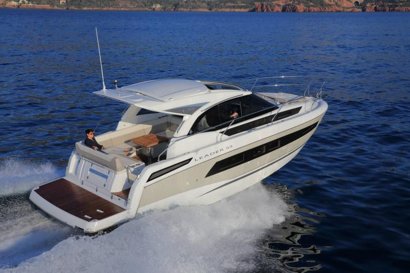 Leader 33 │ Leader of 11m │ Boat Intra-borda Jeanneau 1-Navigation 14280
