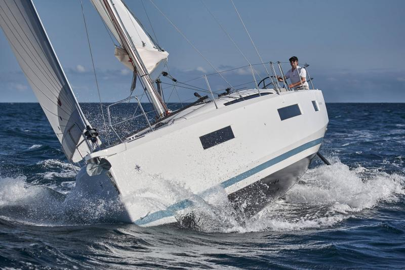 Sun Odyssey 440 │ Sun Odyssey Walk-Around of 13m │ Boat Sailboat Jeanneau 1-Navigation 13137