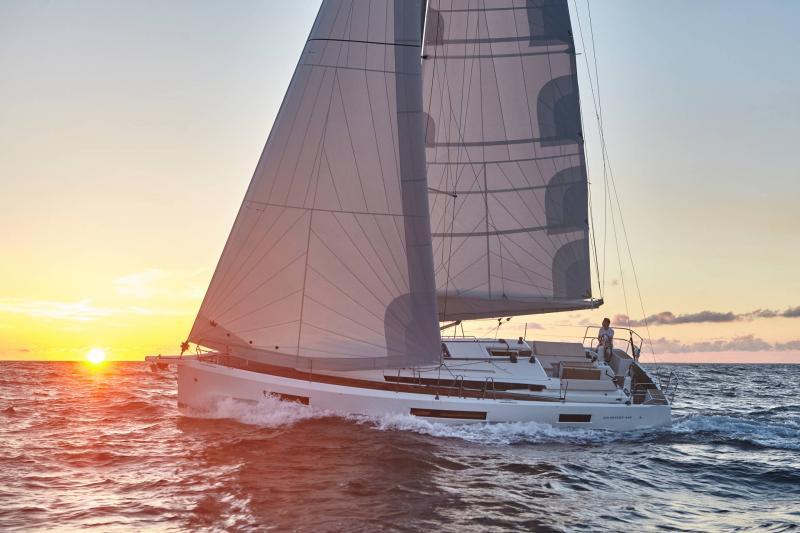 Sun Odyssey 440 │ Sun Odyssey Walk-Around of 13m │ Boat Veleros Jeanneau 1-Navigation 13139