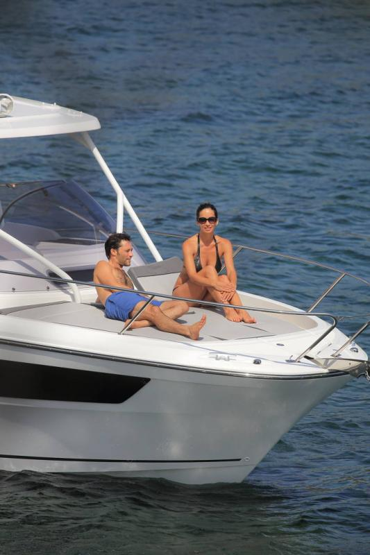 Cap Camarat 9.0 WA │ Cap Camarat Walk Around of 9m │ Boat Outboard Jeanneau 3-Lifestyle 14531