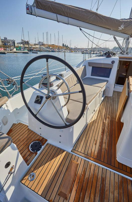 Sun Odyssey 410 │ Sun Odyssey Walk-Around of 12m │ Boat Sailboat Jeanneau 2-Anchoring 12304