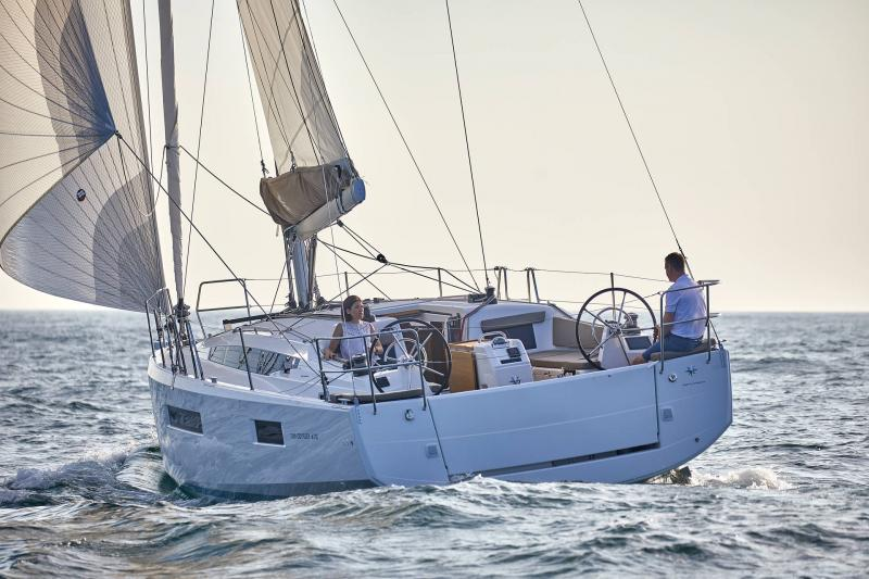 Sun Odyssey 410 │ Sun Odyssey Walk-Around of 12m │ Boat Sailboat Jeanneau 1-Navigation 12303