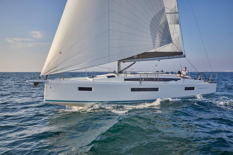 Sun Odyssey 410 │ Sun Odyssey Walk-Around of 12m │ Boat Sailboat Jeanneau 1-Navigation 12302
