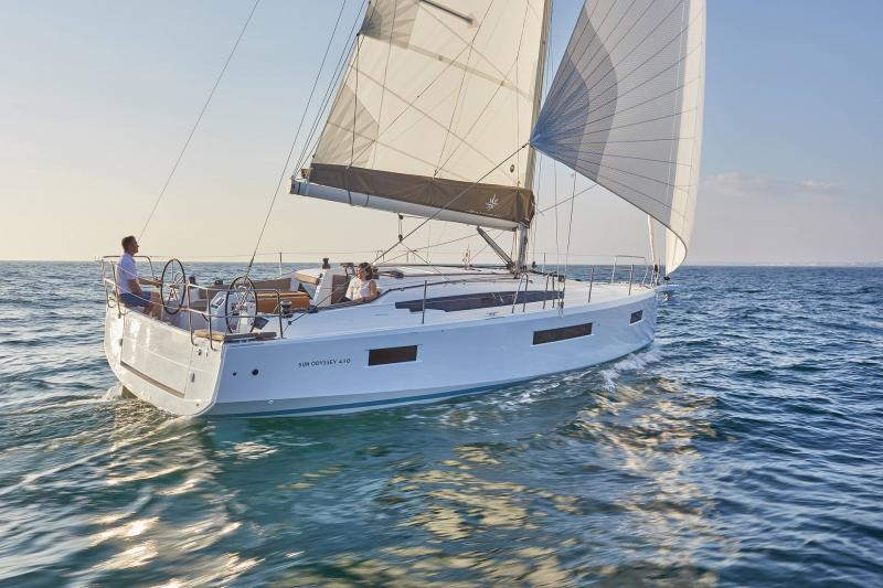 Sun Odyssey 410 │ Sun Odyssey Walk-Around of 12m │ Boat Sailboat Jeanneau 1-Navigation 12299