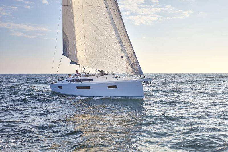 Sun Odyssey 410 │ Sun Odyssey Walk-Around of 12m │ Boat Sailboat Jeanneau 1-Navigation 12300
