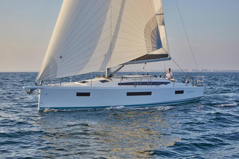 Sun Odyssey 410 │ Sun Odyssey Walk-Around of 12m │ Boat Sailboat Jeanneau 1-Navigation 12298