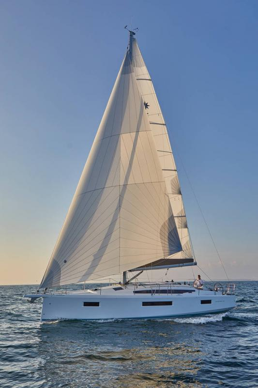 Sun Odyssey 410 │ Sun Odyssey Walk-Around of 12m │ Boat Sailboat Jeanneau 1-Navigation 12294
