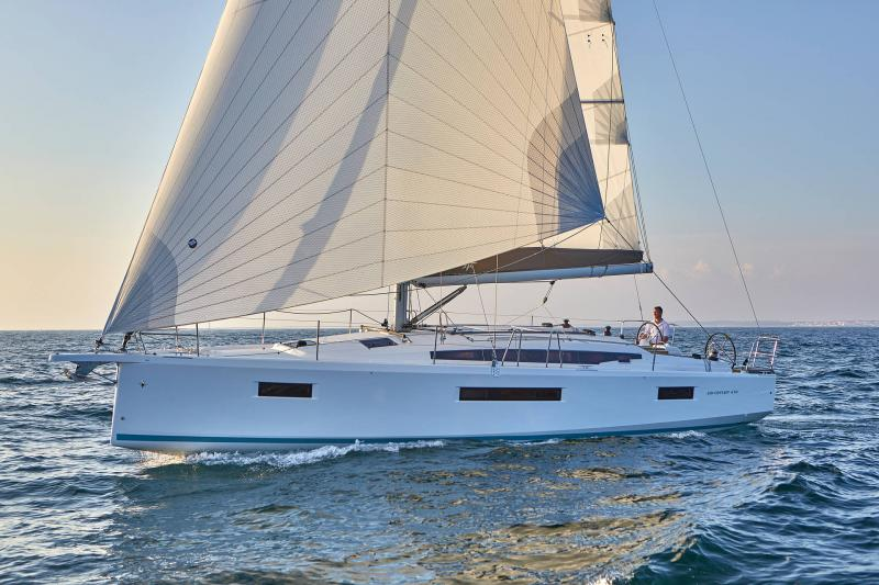 Sun Odyssey 410 │ Sun Odyssey Walk-Around of 12m │ Boat Sailboat Jeanneau 1-Navigation 12295