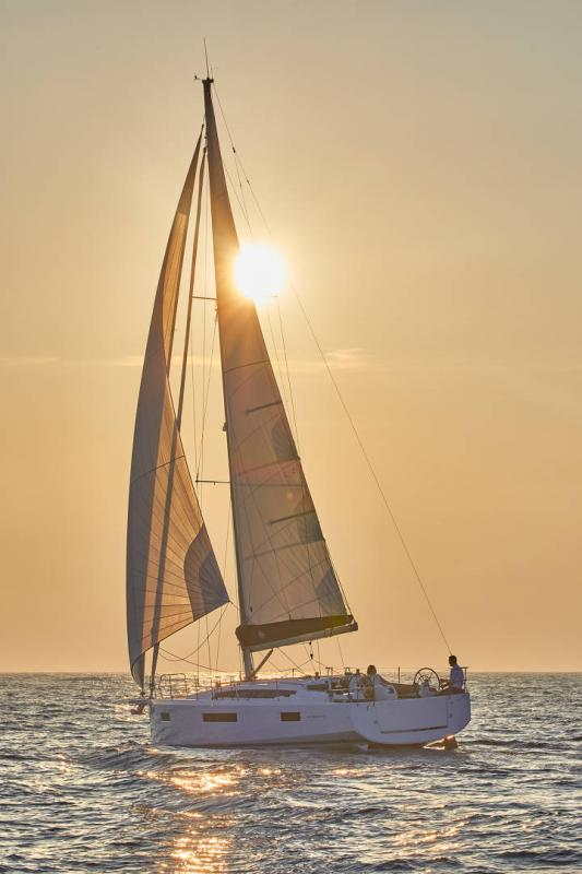 Sun Odyssey 410 │ Sun Odyssey Walk-Around of 12m │ Boat Sailboat Jeanneau 1-Navigation 12296