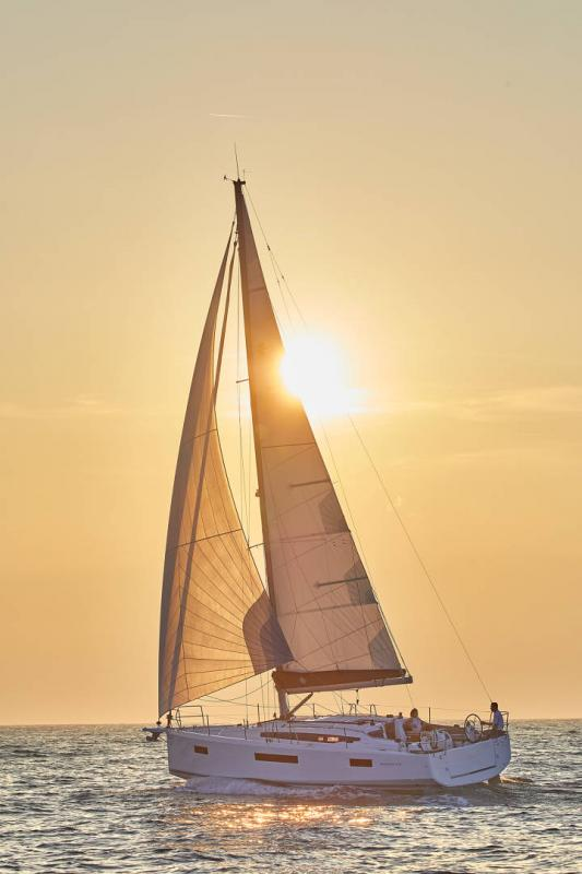 Sun Odyssey 410 │ Sun Odyssey Walk-Around of 12m │ Boat Sailboat Jeanneau 1-Navigation 12297