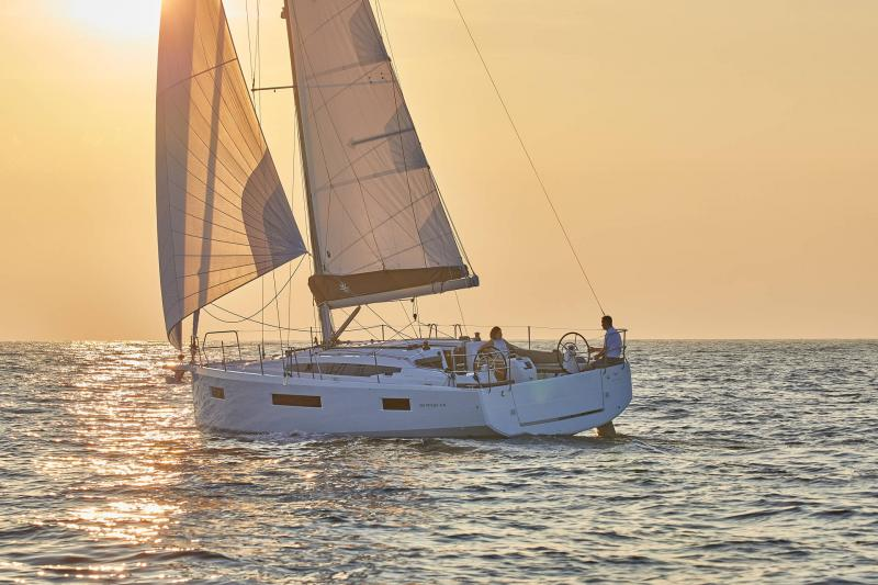 Sun Odyssey 410 │ Sun Odyssey Walk-Around of 12m │ Boat Sailboat Jeanneau 1-Navigation 12291