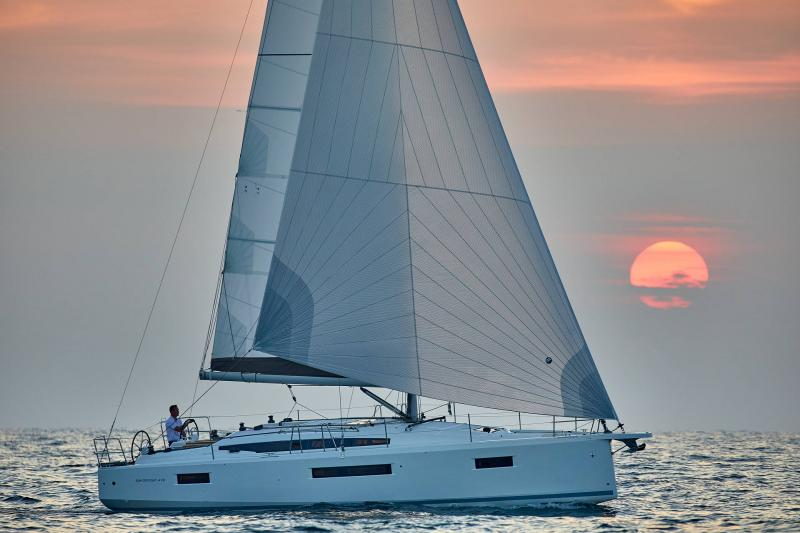Sun Odyssey 410 │ Sun Odyssey Walk-Around of 12m │ Boat Sailboat Jeanneau 1-Navigation 12290