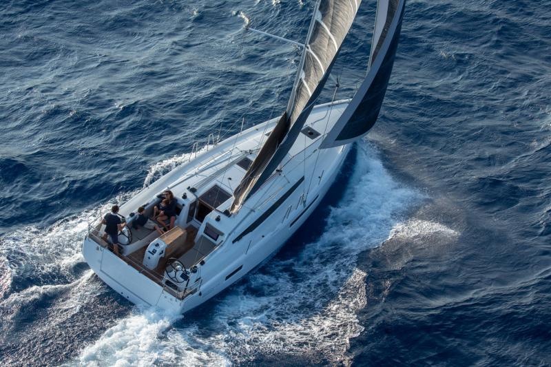 Sun Odyssey 410 │ Sun Odyssey Walk-Around of 12m │ Boat Sailboat Jeanneau 1-Navigation 14063