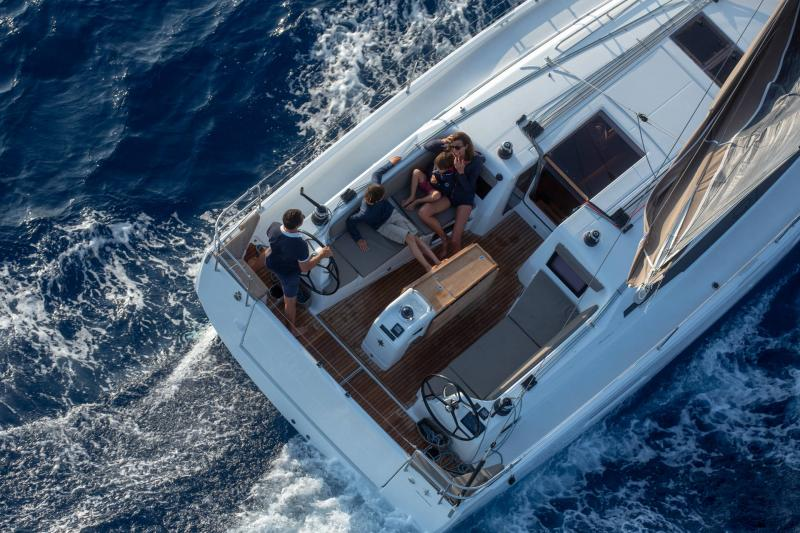 Sun Odyssey 410 │ Sun Odyssey Walk-Around of 12m │ Boat Sailboat Jeanneau 1-Navigation 14062