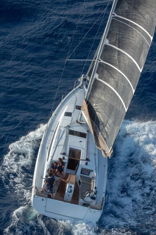 Sun Odyssey 410 │ Sun Odyssey Walk-Around of 12m │ Boat Sailboat Jeanneau 1-Navigation 14059