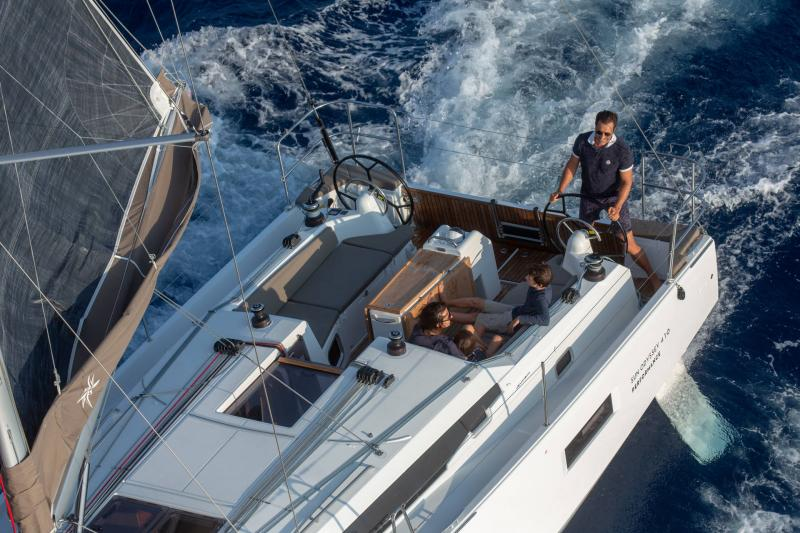 Sun Odyssey 410 │ Sun Odyssey Walk-Around of 12m │ Boat Sailboat Jeanneau 1-Navigation 14081