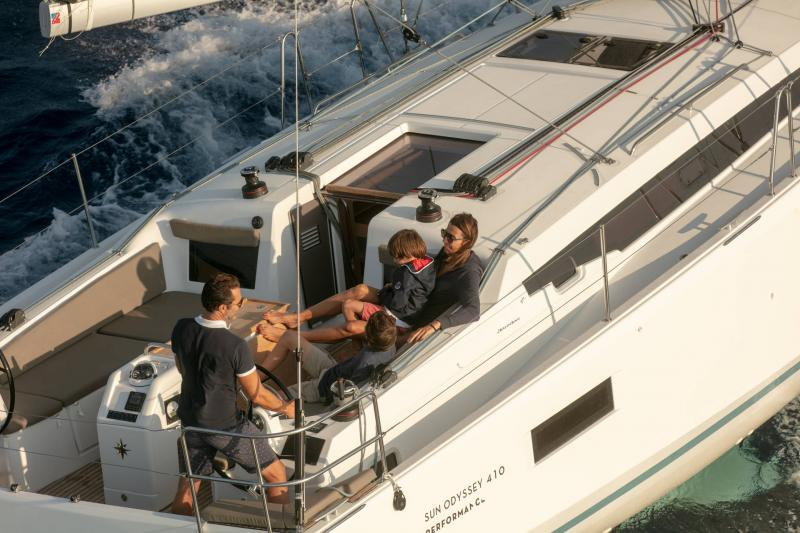 Sun Odyssey 410 │ Sun Odyssey Walk-Around of 12m │ Boat Sailboat Jeanneau 1-Navigation 14069