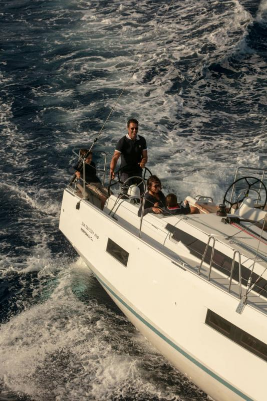 Sun Odyssey 410 │ Sun Odyssey Walk-Around of 12m │ Boat Sailboat Jeanneau 1-Navigation 14070