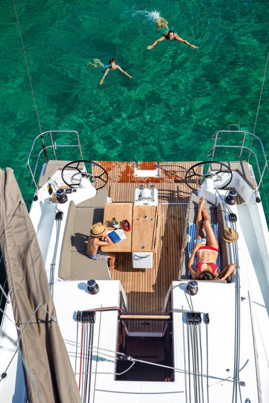 Sun Odyssey 410 │ Sun Odyssey Walk-Around of 12m │ Boat Sailboat Jeanneau 3-Lifestyle 14038