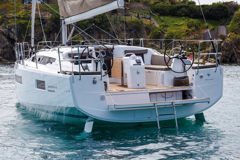 Sun Odyssey 410 │ Sun Odyssey Walk-Around of 12m │ Boat Sailboat Jeanneau 2-Anchoring 14040